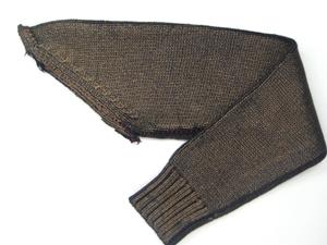 セーターの袖だけが送られてきました。