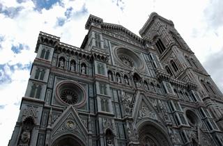 商人・文化・芸術の町フィレンツェへ。降り続いた雨も上がり、青空が顔をのぞかせました。