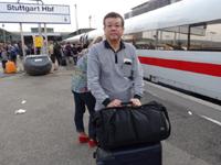 ICE高速列車でフランクフルト空港からシュトゥットガルト中央駅に到着